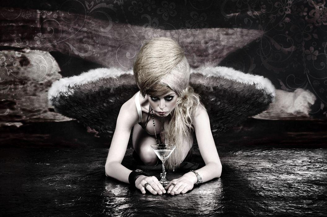 Lady with wings / Plexiglas