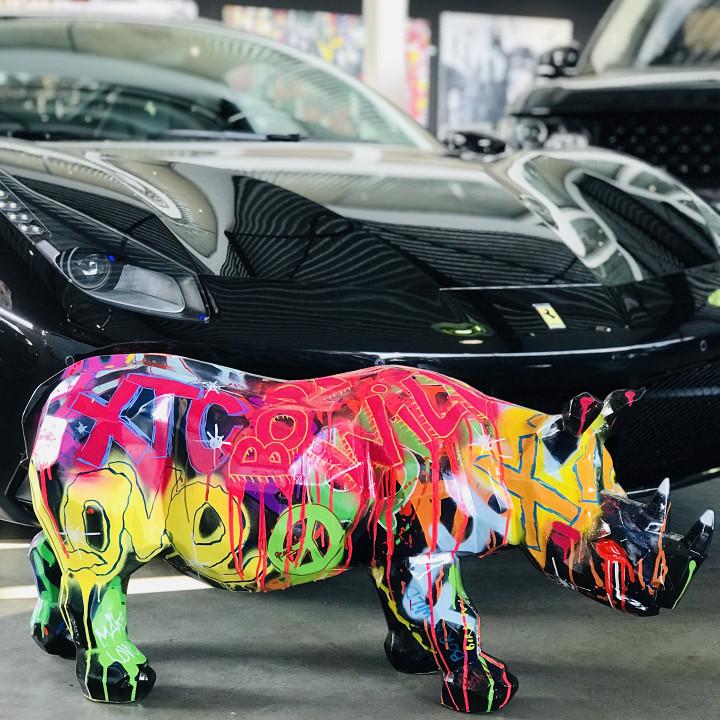 Graffiti Rhino / Graffiti, paint & lak op polystone