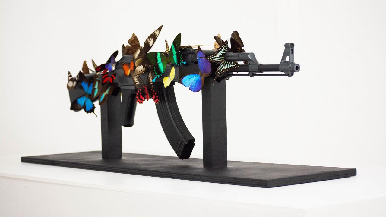 Kalasjnikov with butterflies