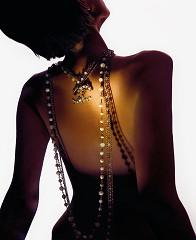 Sensual jewelry II / foto op plexiglas